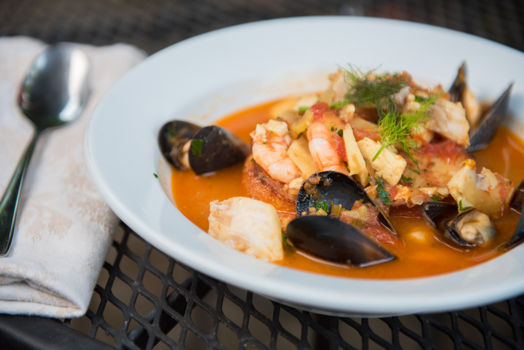 difference between bouillabaisse vs cioppino